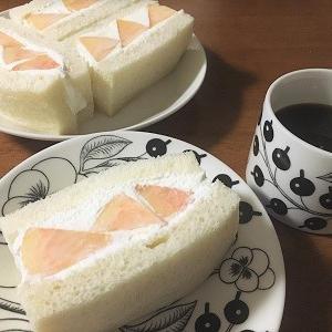 おうち乃が美の生食パンで桃サンド♪