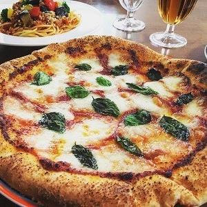夏野菜のミートソーススパゲティとグラノーラ