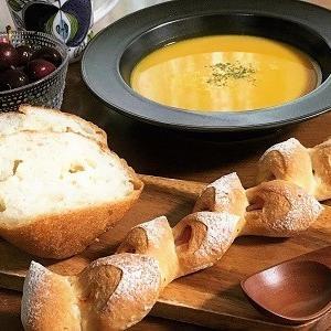 ベーコンエピとポンパドウルのチーズバタール