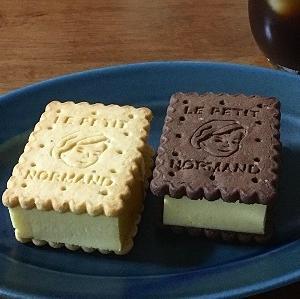 ノルマンディ バタークッキーでチーズケーキサンド