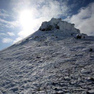安達太良山 登山(奥岳登山口) 広大な雪原と雪のモニュメントの冬山