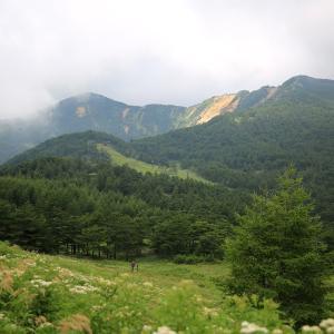 展望の良い稜線が魅力の浅間展望の山 - 篭ノ塔山