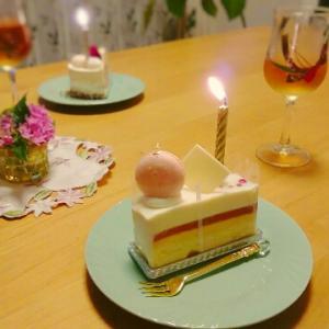 バースデーケーキとテーブルフラワー