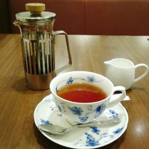 喫茶トリコロールでランチと一週間後の椿