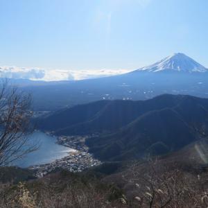 毛無山と十二ヶ岳を再び歩く・1:毛無山の単調な登りと中途半端な雪