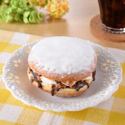 【ファミリーマート】冷やして食べるドーナツバーガー(カスタード&ホイップ)