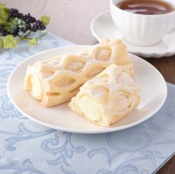 【ファミリーマート】冷やして食べるコロネパイ(チーズクリーム)