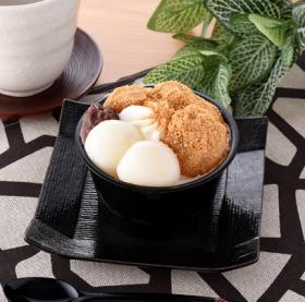【ファミリーマート】白玉とわらび餅のぜんざい~きな粉ムース~