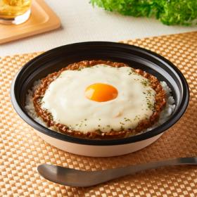【ファミリーマート】とろーりソースのキーマカレー(モッツァレラチーズ使用)