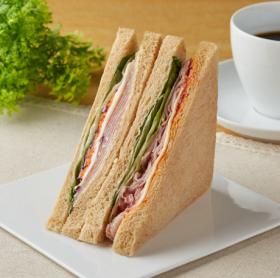 【ファミリーマート】全粒粉サンド 生ハムとパストラミポークと野菜
