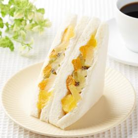 【ファミリーマート】5種のミックスフルーツサンド