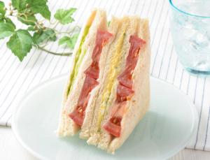 【ローソン】たっぷりトマトと野菜のサンド