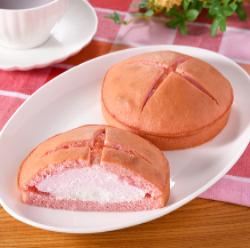 【ファミリーマート】ダブルクリームサンド(あまおう苺&ホイップ)