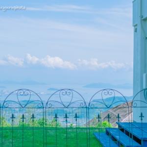 かわいい柵と瀬戸内海。
