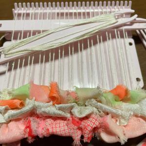 クロバーミニ織りで織ってます