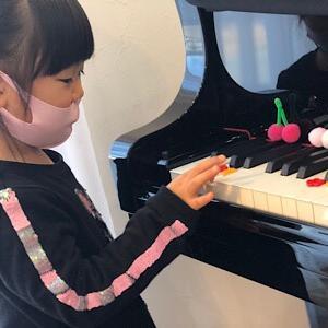 プレピアノはたくさんピアノを触って仲良くなるよ