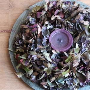 うぃやつめ・・・枯れた秋色紫陽花で♪