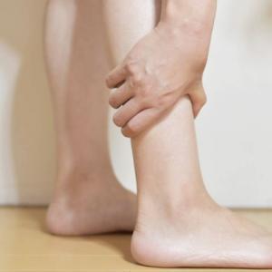 無料で、簡単に、埋もれた足首を細くする方法。早い人は翌日に効果あり!