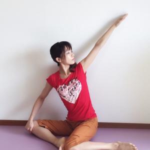 お腹ぽっこり改善・飛び出た肋骨をしまうエクササイズ(上半身だけバレエ)