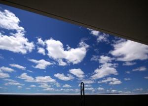 ベランダから見える青空