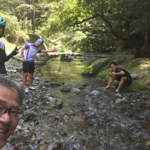 上名栗の渓流で水浴びライド