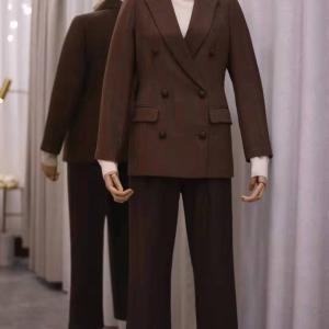 ジャケット+パンツ+スカートのセットアップのご紹介