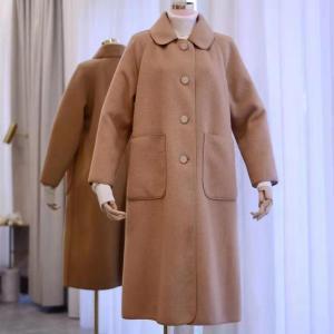 おっきなポケットのレトロなウールコート