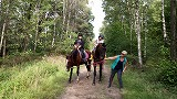 森の中で乗馬体験