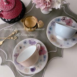 スモーキーカラーのお花が可愛いカップ&ソーサー♡ご結婚のお祝いに手作りギフトを
