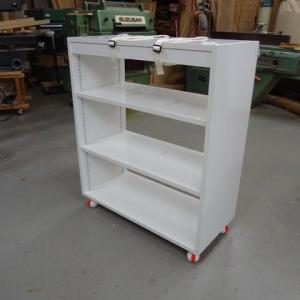 白ポリ合板の家具
