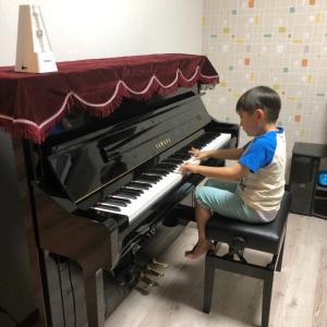 ピアノがやっと届いた生徒Kくん