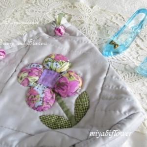 パッチワーク パフの巾着とサボテンの花