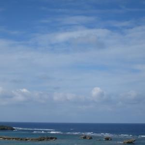 空の青 海の青