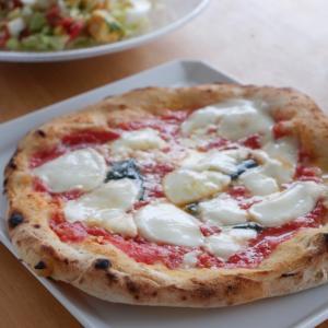 無添加、ナプレの冷凍ピザとオリーブオイル