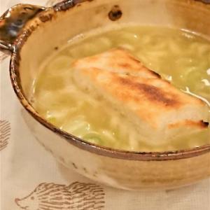 お餅をスープへぽん‼
