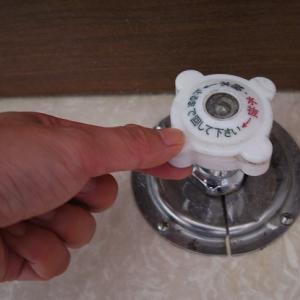 トイレ床から謎の「シューシュー」音…その正体と対処法