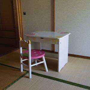 ¥330のキッズ机でリビングをイメチェン!