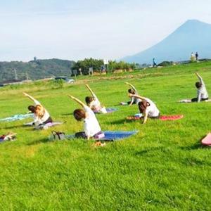 富士山見ながらおそとヨガに参加してきました٩( ᐛ )و