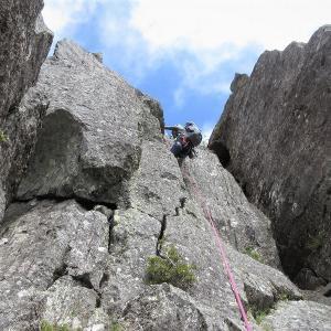 北八ヶ岳 稲田岳の古典ルートを登る 南壁左カンテルート     Rock Climbing in Mount Inago, Northern Yatsugatake Mountains