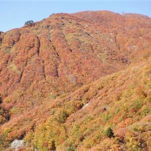 魚沼市 紅葉の奥只見湖     Okutadami Dam in Uonuma, Niigata