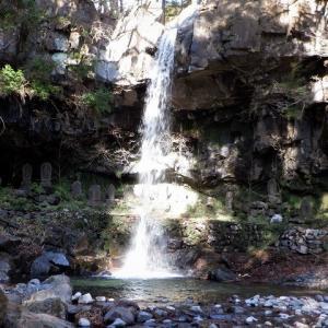 安中市 松井田町の千ヶ滝と福寿草の丘     Waterfall Sengataki in Annaka, Gunma