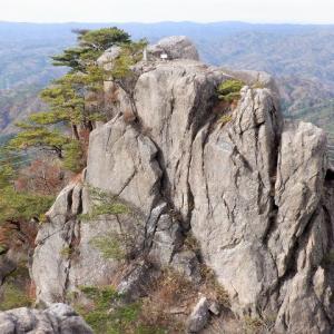 いわき市 阿武隈高地南端にそびえる二ツ箭山     Mount Futatsuya in Iwaki, Fukushima
