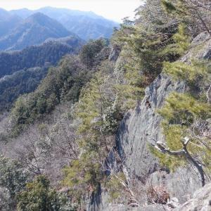 西上州(藤岡市・高崎市) 静寂の小梨峠から岩稜の朝日岳へ     Konashi pass to Mount Asahi in Takasaki, Gunma