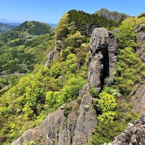 大子町 美しい新緑の中を篭岩から鷹取岩へ     Mount Kagaiwa in Daigo, Ibaraki
