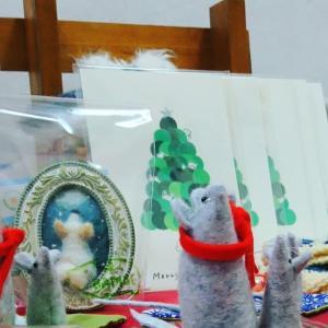 手仕事展四日目 12月15日(日)冬のおくりもの、展示販売しています。クリスマスやお正月を題材にした絵本・読み物も取り揃えております。
