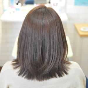 3ヶ月1度のペース縮毛矯正、細毛軟毛で癖毛強めの常連お嬢さん
