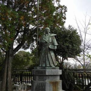 母里太兵衛の像@光雲神社・博多駅前