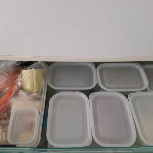 冷蔵庫の野菜室……100均のパック大活躍✨