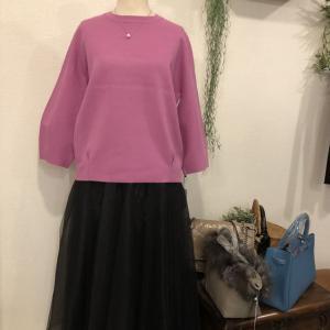 セモア☆袖ぱふって立体編みのニット配色もとっても綺麗❗️