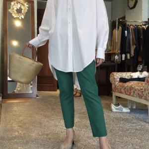 アッシュローヴ☆カラーパンツとビッグシャツの組み合わせ素敵❣️